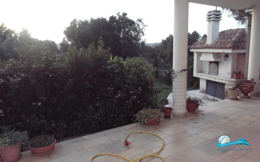 Villetta con giardino in zona residenziale