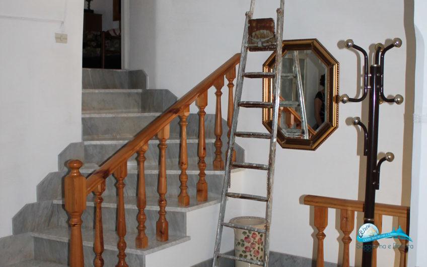 Casa indipendente con 3 porte di ingresso