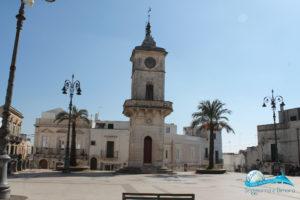 Ceglie Messapica: la torre dell'orologio in Piazza Plebiscito