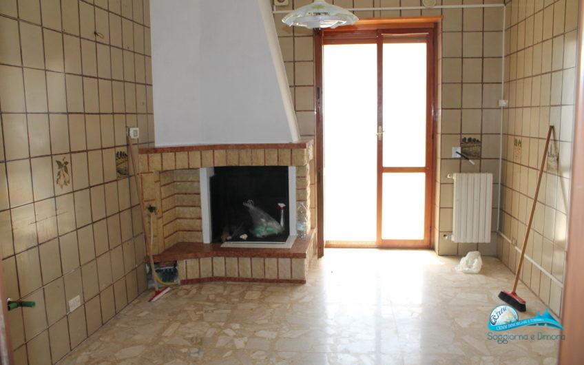 Appartamento con terrazzo ad uso esclusivo