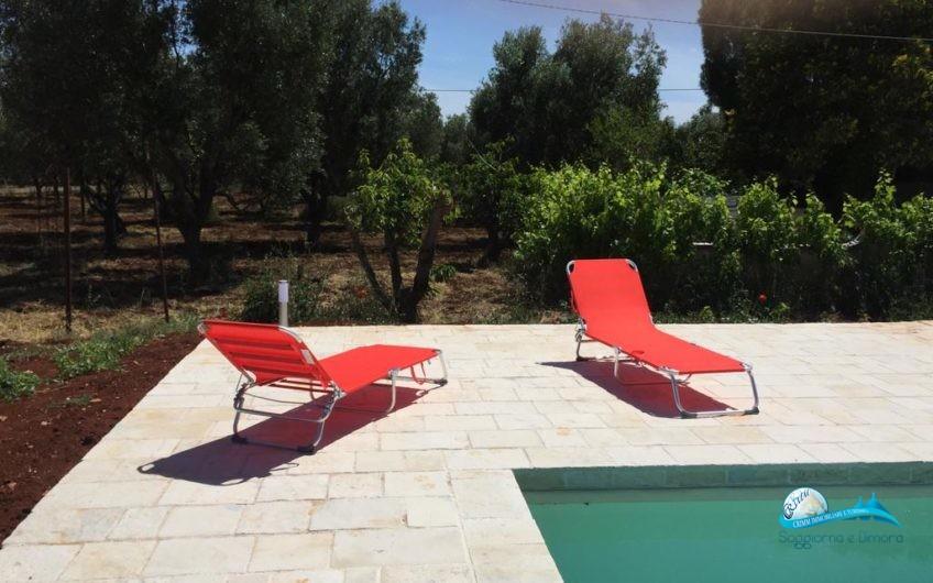 Villa in ottime condizioni con piscina poco distante dal mare dal centro di Ostuni e da Ceglie Messapica