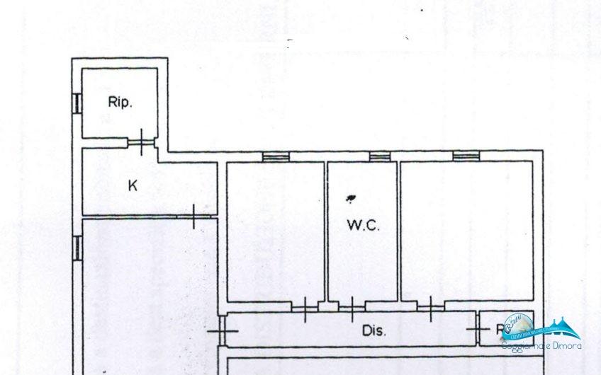 Villa e terreno in zona residenziale