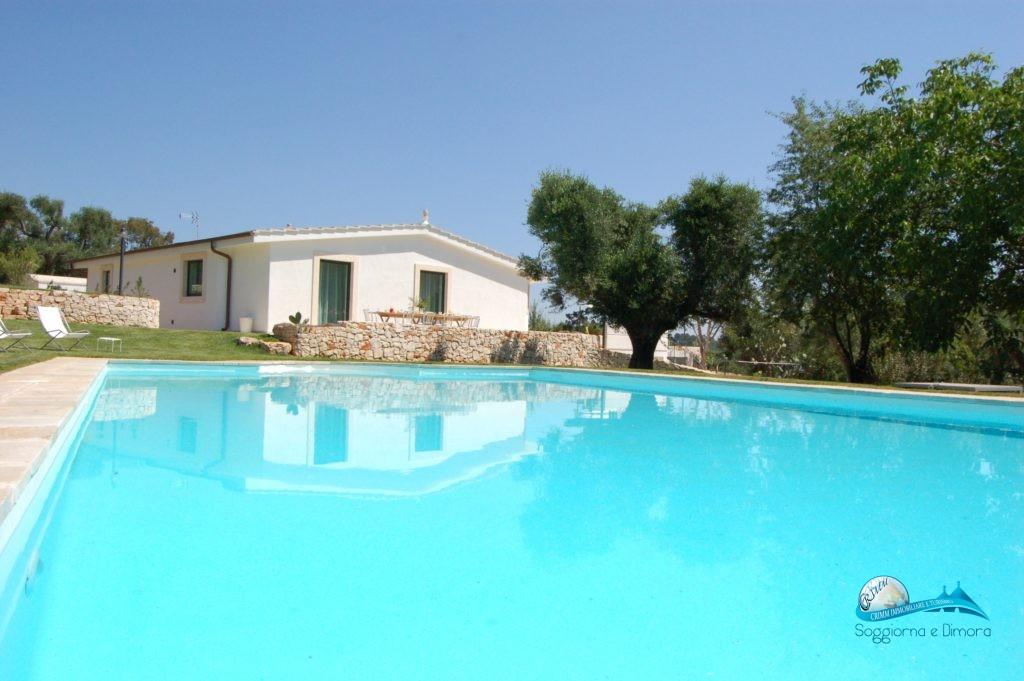 Trullo panoramico con piscina a Ceglie Messapica in Valle d'Itria