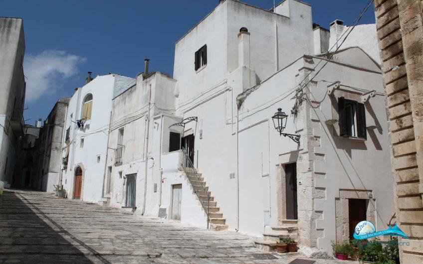 Casa in pietra nel cuore del borgo medievale