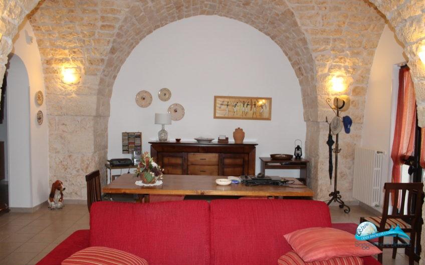 Villa in pietra ottime rifiniture