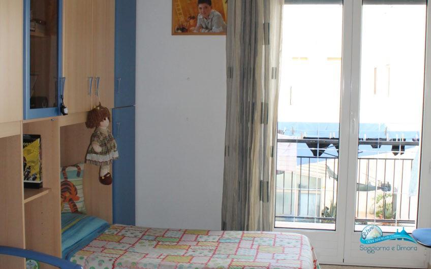 Appartamento 2°piano e garage zona mercato