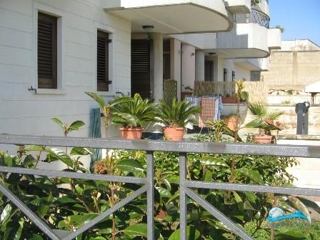 casa indipendente con giardino, posto auto tavernetta e garage