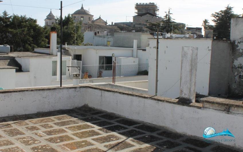 Abitazione indipendente al 1^piano con terrazzo panoramico