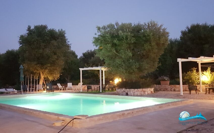 Villa con 3 appartamenti autonomi e piscina