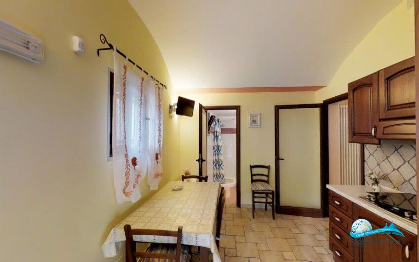 Complesso di trulli e lamie con piscina  (3 appartamenti)